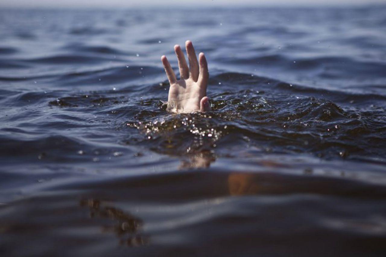 Если человек видит себя плывущим вверх по реке — это символ того, что все, что дается этому человеку, требует больших затрат от него и других.