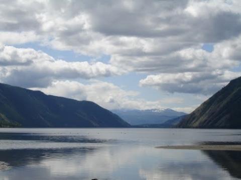 На озере остается безо всего